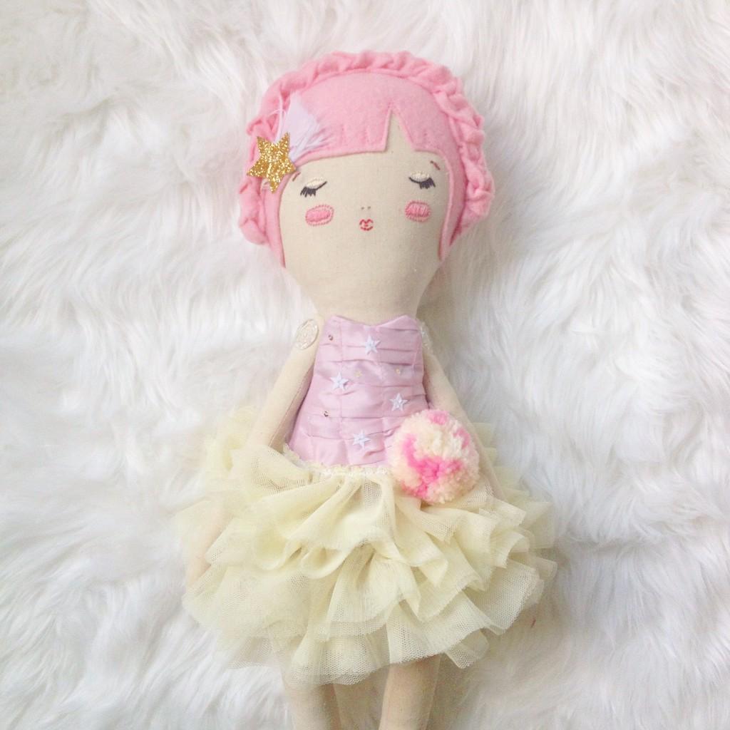 GiddyUpGertrude dolls b